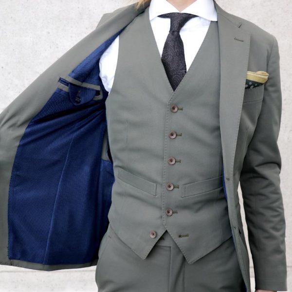 スーツのクリーニングが面倒。なら自宅の洗濯機で簡単に洗えるスーツがおすすめ。